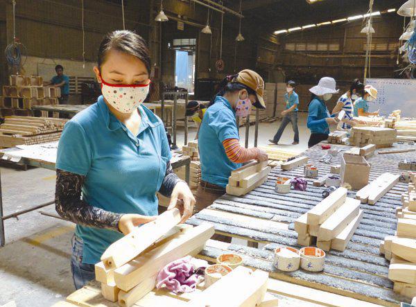 Xuất khẩu đồ gỗ và bài toán nguyên liệu